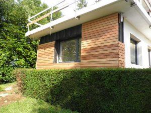Habillage de façade à base de lames de bois naturel